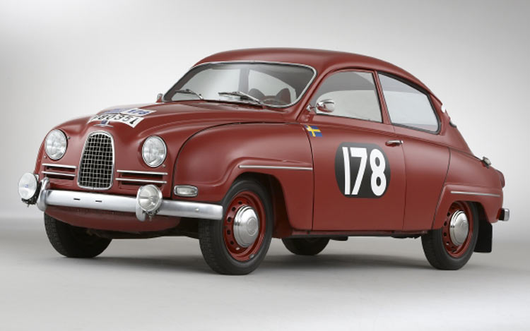 112_0702_32z+1960_saab_96_rally_car+front_view