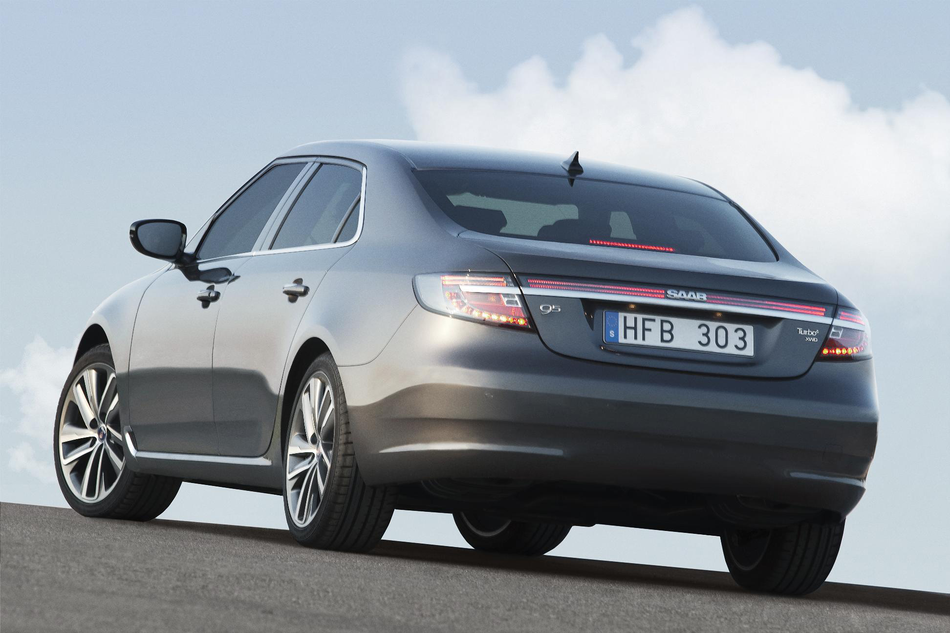 Saab enthusiasts will enjoy the chunk of the new 95's design