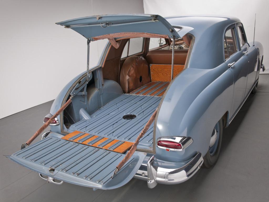 kaiser_special_4-door_traveler_sedan_3