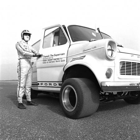 Ford-Transit Supervan-1-2
