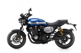 2015-Yamaha-XJR1300-EU-Power-Blue-Studio-006
