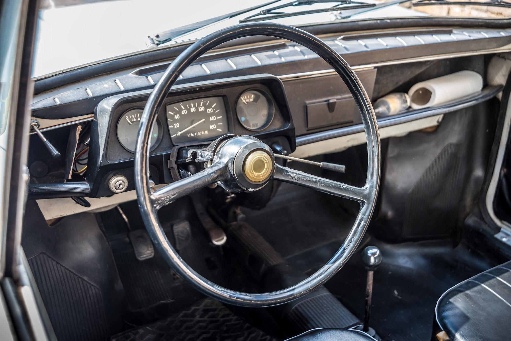 Zaporozhets 968 interior