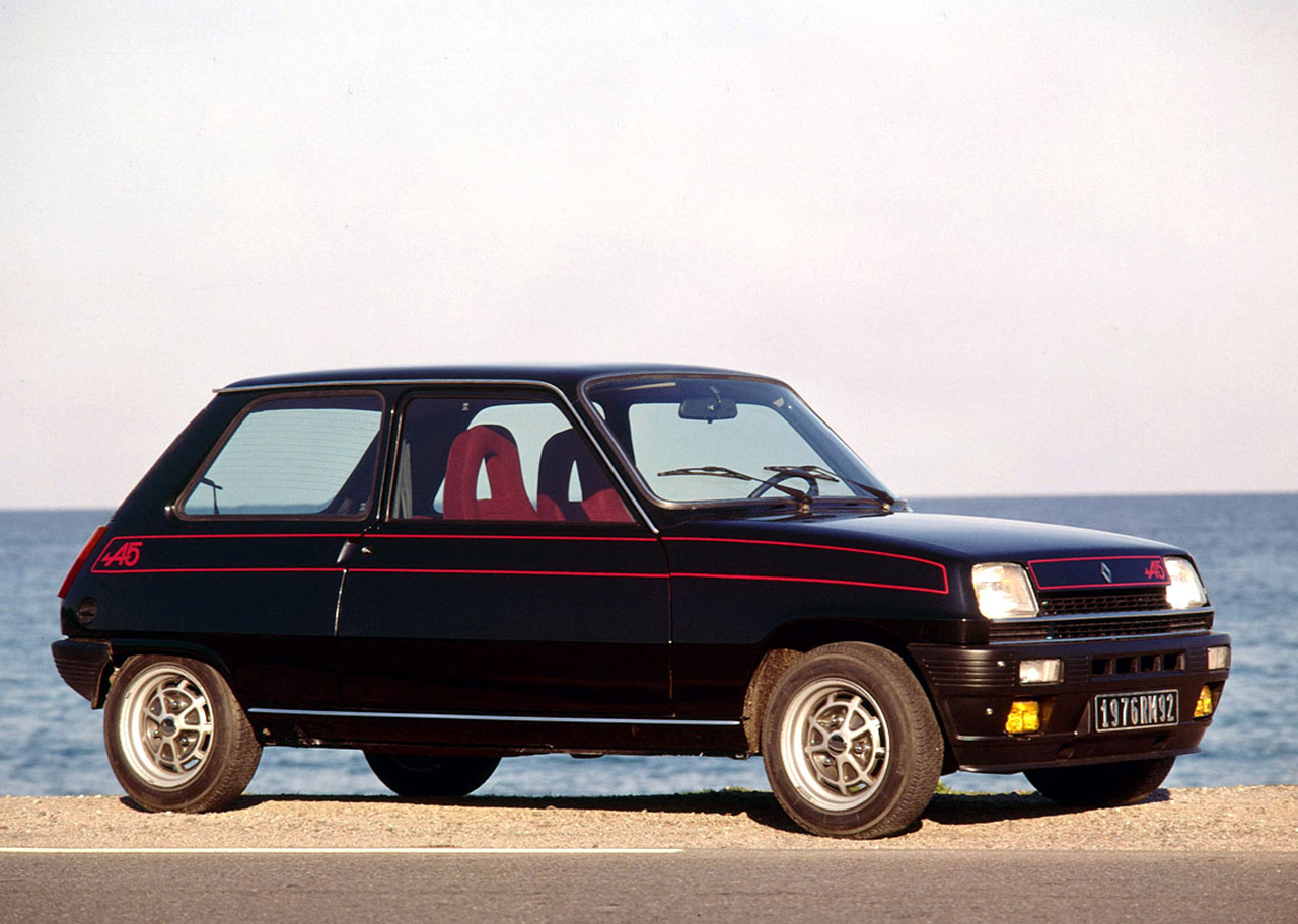 Super Cinqs! Four decades of small fast Renaults - Influx