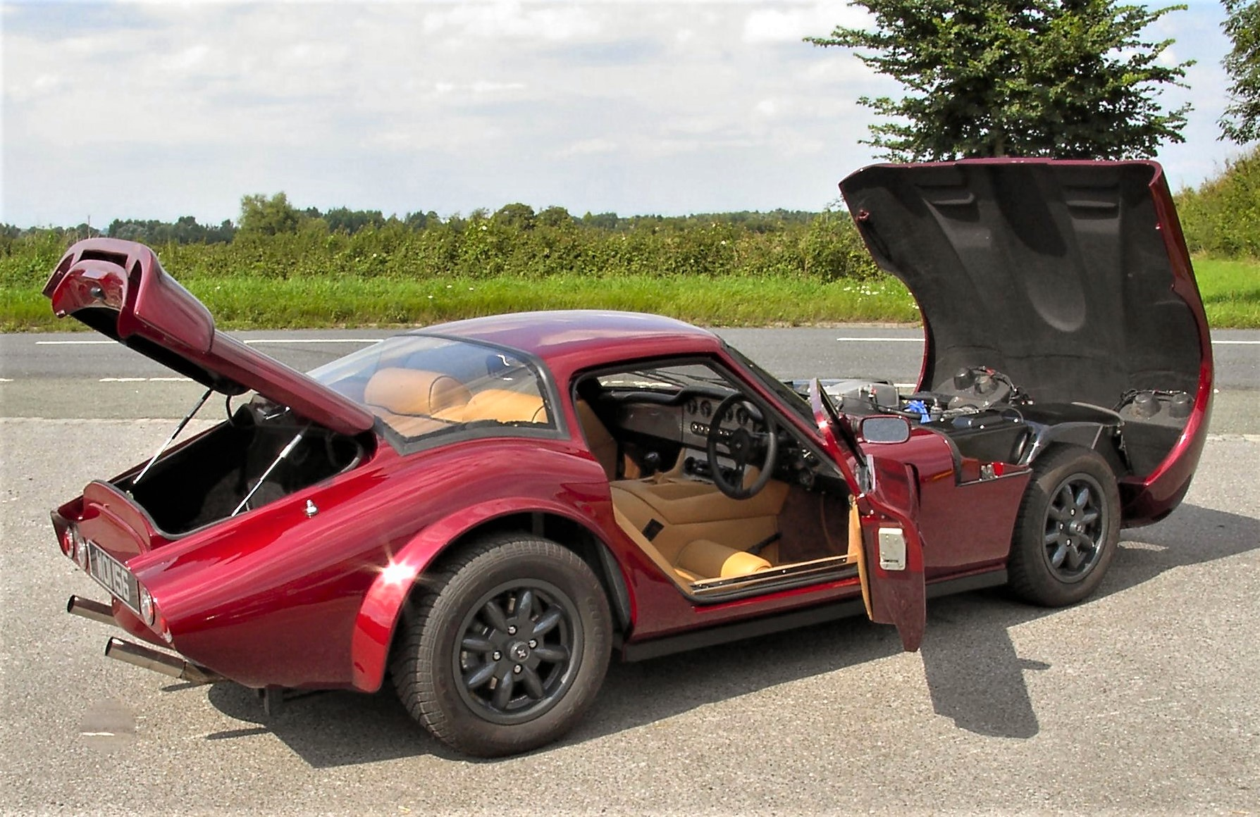 marcos from kit car to le mans influx. Black Bedroom Furniture Sets. Home Design Ideas