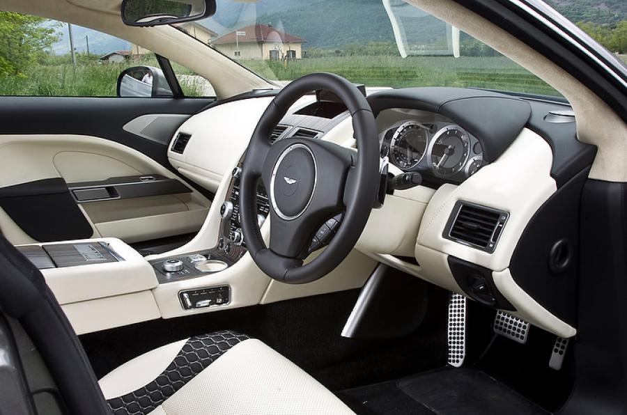 Aston Martin Jet 2+2 Bertone interior